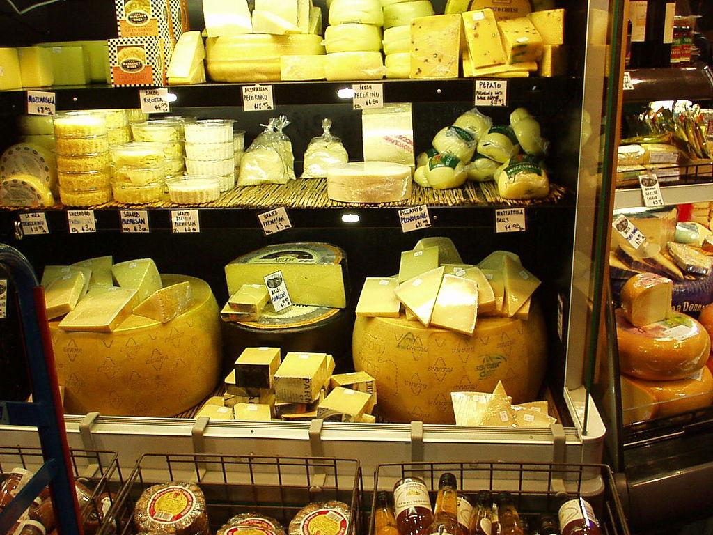 1024px-Cheese_shop_P1010071