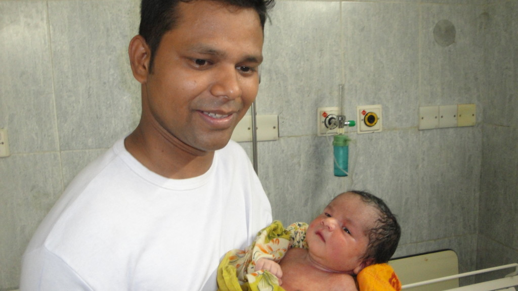 Father_with_his_first_baby_at_first_sight