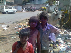 Poor_kids_on_holi_festival